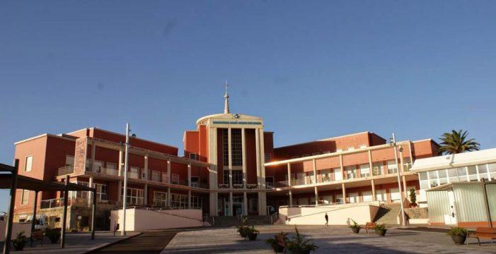 Urbanismo precinta el 'parking' de trabajadores del Hospital San Juan de Dios
