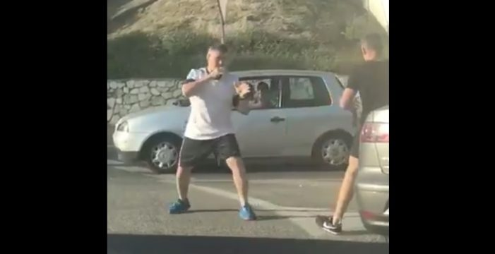 'Mortal Kombat' entre dos conductores en una rotonda en Málaga