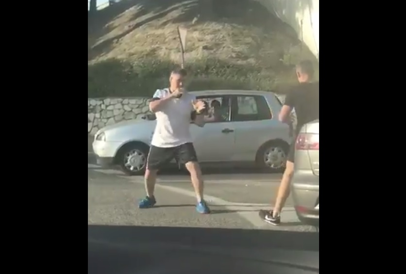 Dos conductores se pelean en Mijas, Málaga, al estilo Mortal Kombat | TWITTER