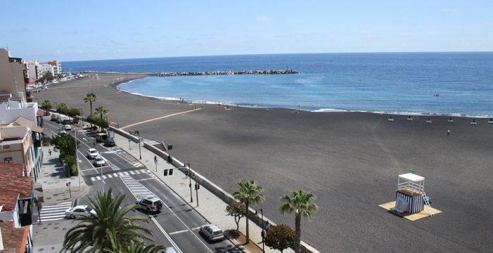 """La capital pone en marcha el proyecto de concienciación """"Cuida tu mar"""", en defensa del litoral"""
