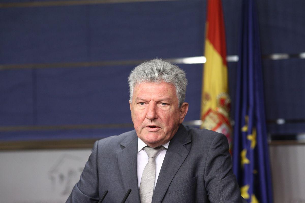 Pedro Quevedo, diputado de Nueva Canarias, durante una rueda de prensa en el Congreso. / EP