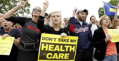 Protestas en EEUU por la ley que sustituirá a la reforma sanitaria impulsada Obama. REUTERS/Kevin Lamarque