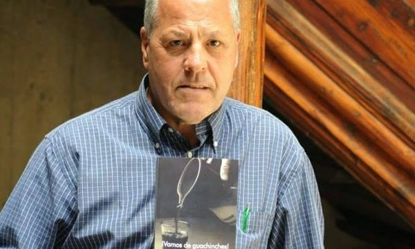 Rafael Lutzardo presenta mañana la segunda edición del libro '¡Vamos de guachinches!'