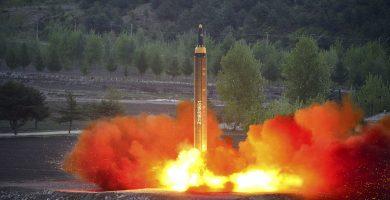 """EEUU advierte de que una solución militar en Corea del Norte sería """"trágica a una escala increíble"""""""
