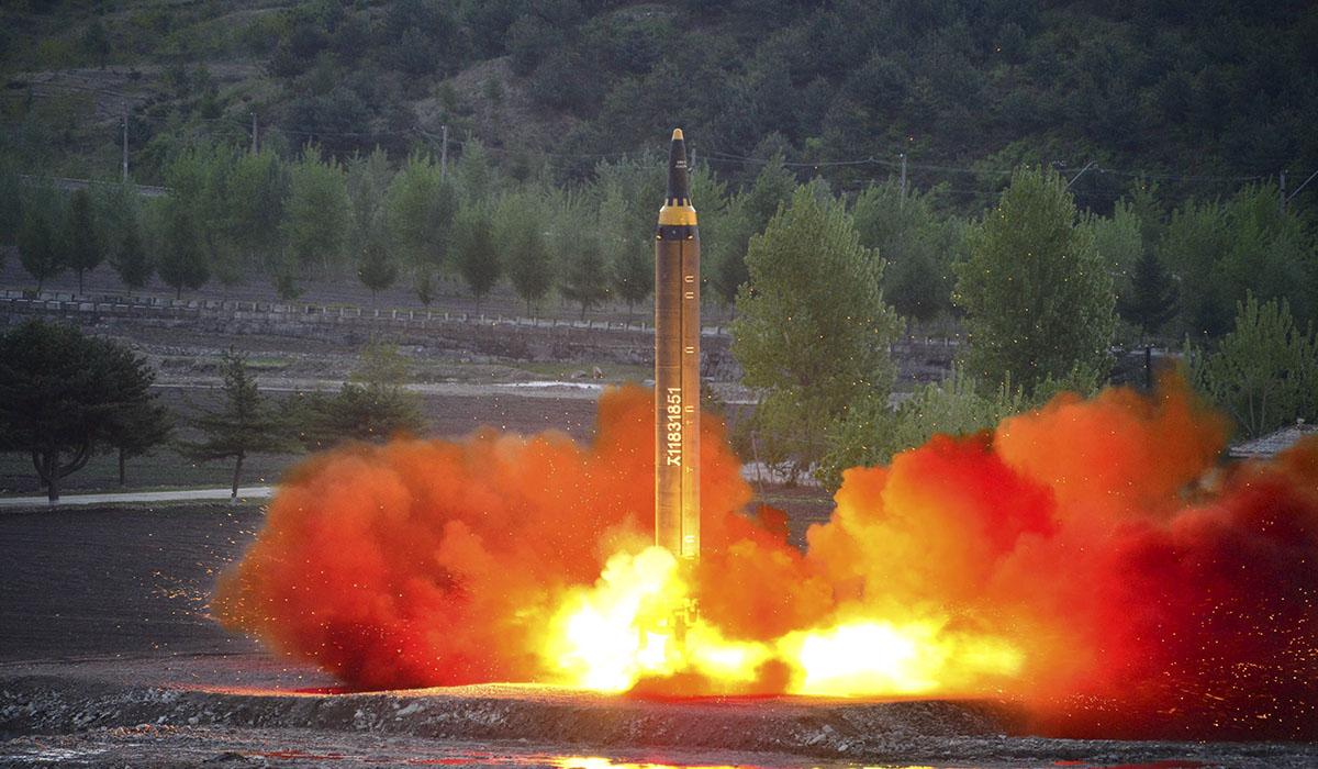 Misil balístico lanzado durante una prueba. REUTERS