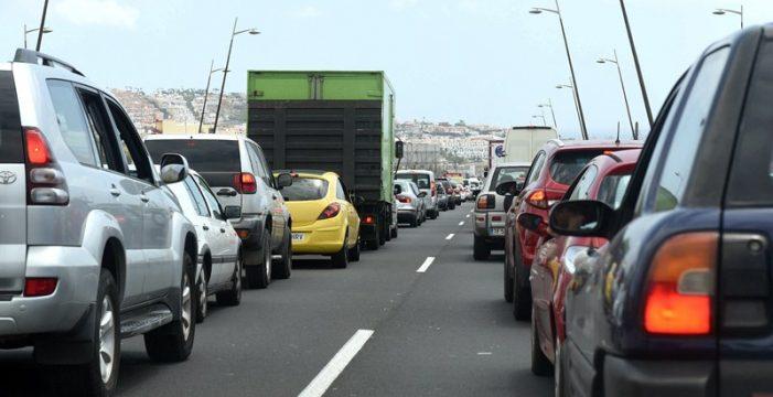 Arona exige al Gobierno y al Cabildo que arreglen ya las carreteras y la autopista