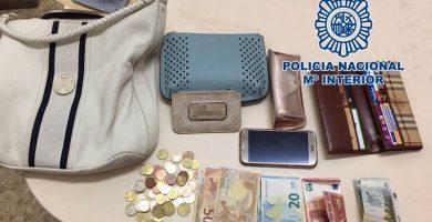 Detenido en Tenerife por robar un bolso con diversos efectos valorados en 2.500 euros