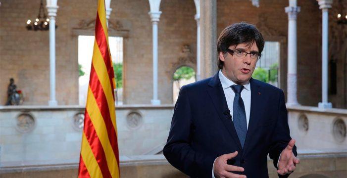 "Puigdemont pide a Rajoy ""voluntad"" para pactar el referéndum"