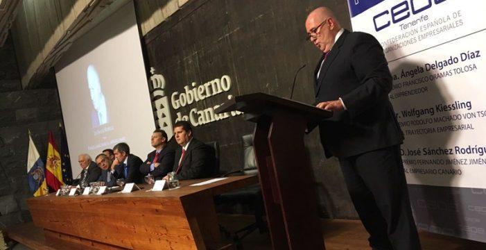 CEOE Tenerife reconoce el trabajo de Ángela Delgado,José Sánchez y Kiessling
