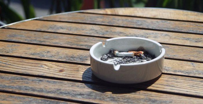 Los canarios apagan el cigarro