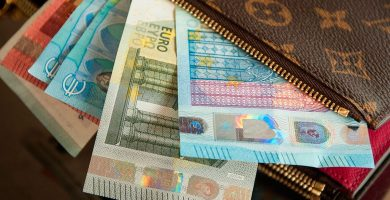 Los canarios cobran cada mes 532 euros menos que la media europea