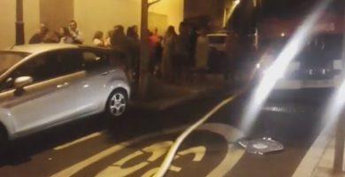 Un incendio en un garaje de San Matías causa daños en cinco coches