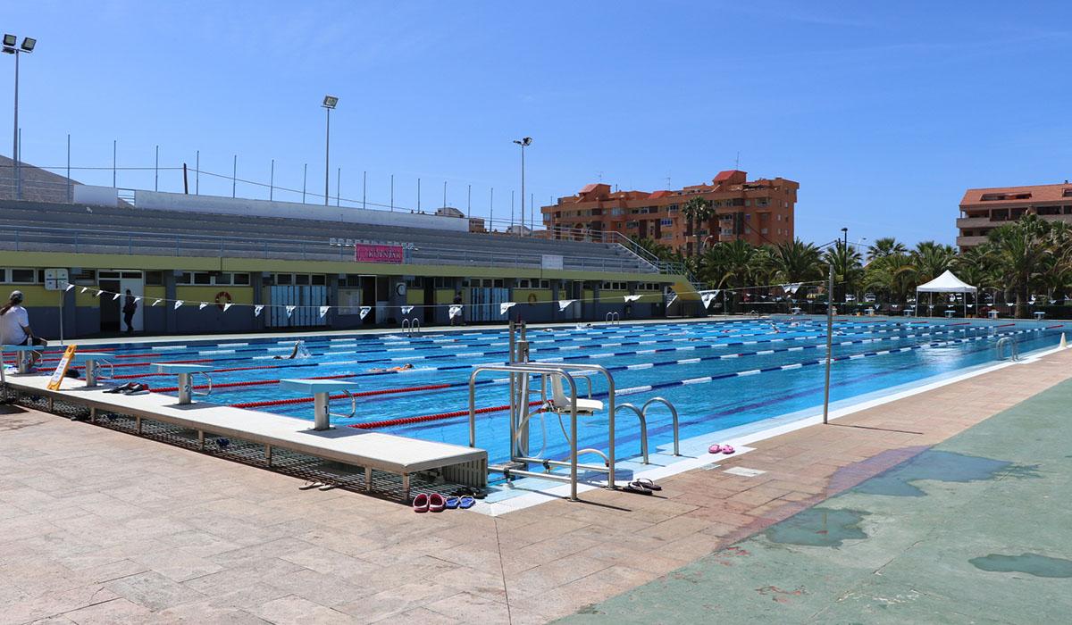Una reforma integral transformar el polideportivo de los for Piscina municipal los cristianos