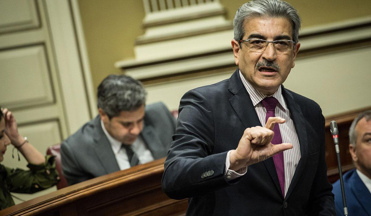 El portavoz de NC, Román Rodríguez, durante un pleno del Parlamento canario. Andrés Gutiérrez