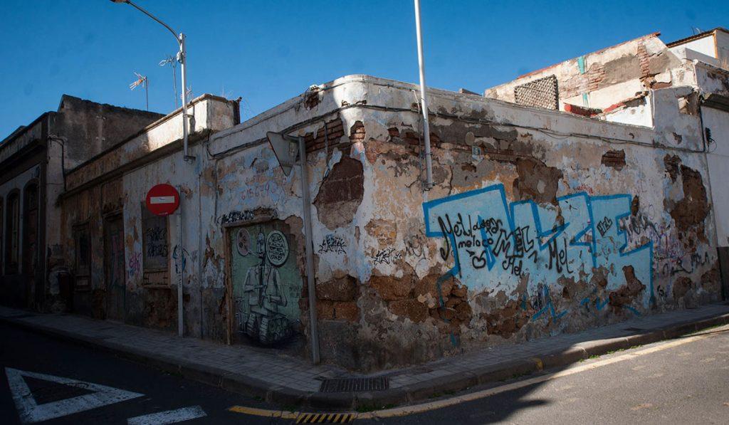 La rehabilitación del barrio de El Toscal ha quedado a la espera de que los trámites administrativos, que se han eternizado, concluyan definitivamente. F. P.