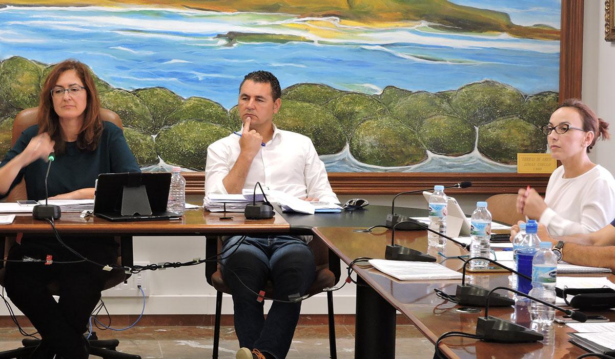 Elena Fumero, a la izquierda, y Olivia Delgado, a la derecha, siguen enfrentadas por el Gobierno de Arico. Norchi