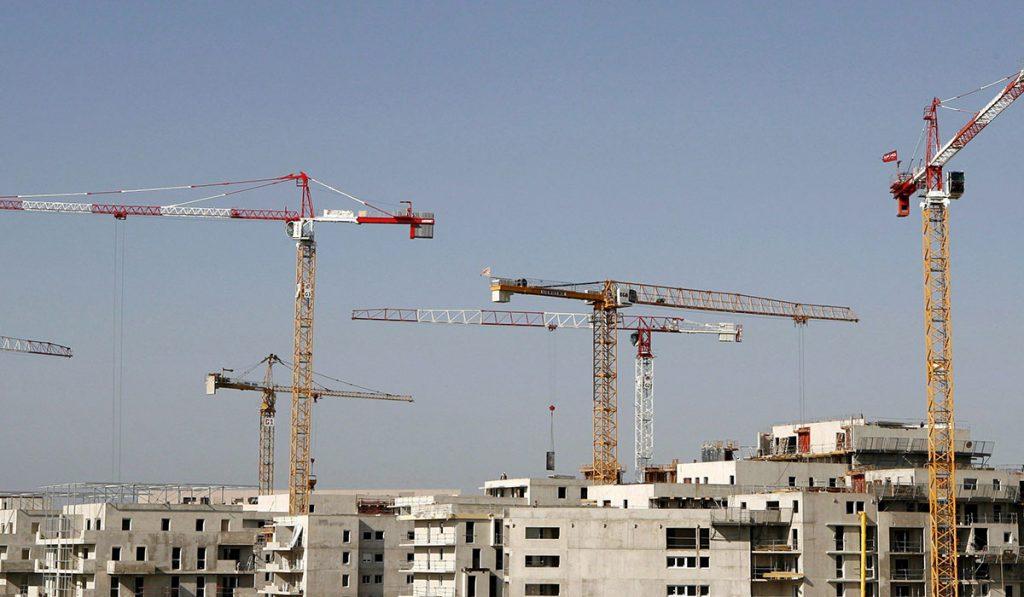 Empresas constructoras, promotoras y familias siguen sin cobrar subvenciones de hace más de cinco años. DA