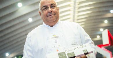Teobaldo Méndez lanza una colección de bombones con motivo del Día de Canarias. Andrés Gutiérrez