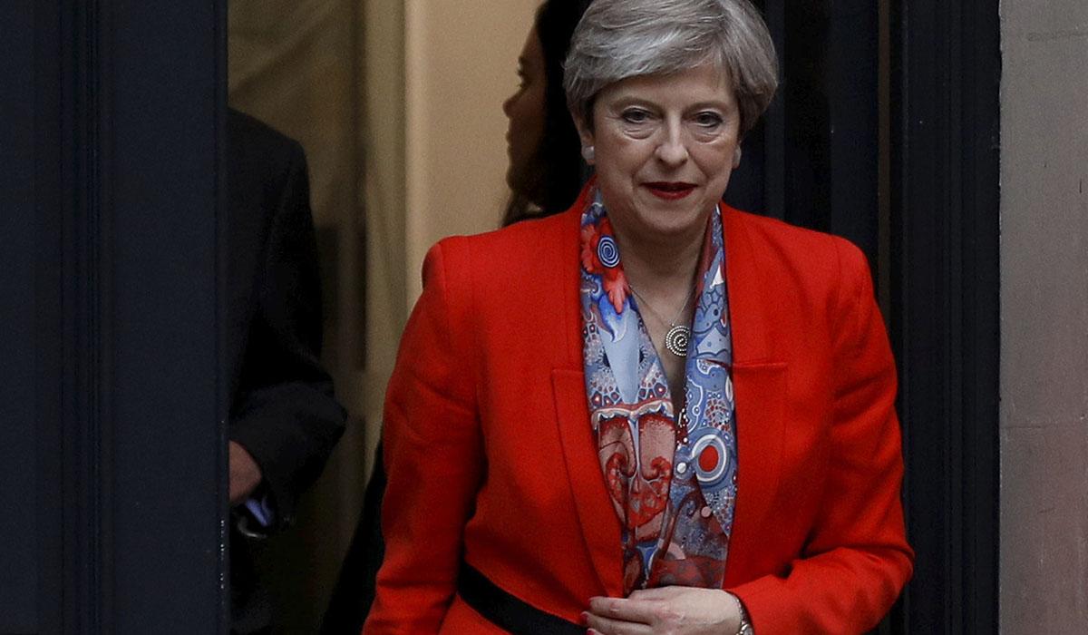 La primera ministra británica, Theresa May, saliendo de la sede de su partido. REUTERS/Peter Nicholls
