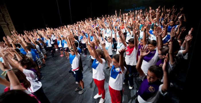 Más de 700 niños despiden el curso cantando en el Teatro Guimerá