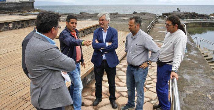 El Ayuntamiento rehabilita la piscina de Mesa del Mar para los meses de verano