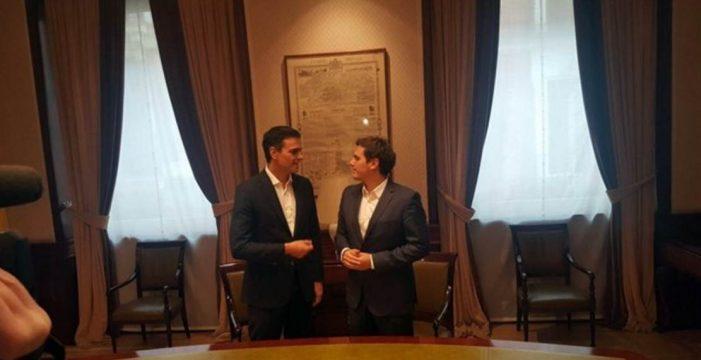 Sánchez y Rivera se reúnen para explorar alianzas parlamentarias
