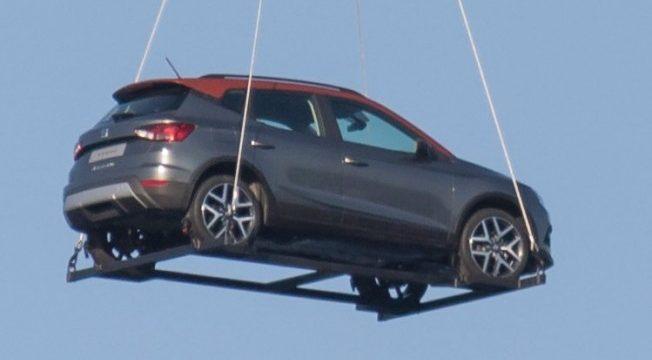 El nuevo Seat Arona aparece 'volando' en Barcelona