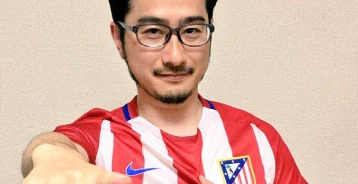 El tuitero japonés que 'casi muere' por el Atlético de Madrid recibe su camiseta