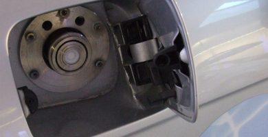 Imagen del depósito de combustible de un coche. DA