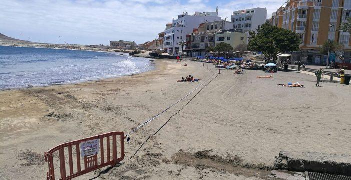 La playa de El Médano iza la bandera azul tras garantizar la calidad del agua