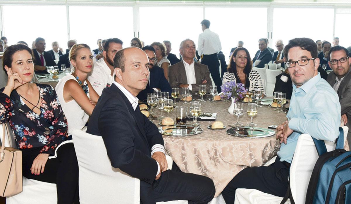 El primer Foro de la revista La Gaveta Económica, que contó con el prestigioso economista chileno Mauricio Rojas Mullor, atrajo la presencia de numerosas personalidades del ámbito empresarial y social de la provincia. SERGIO MÉNDEZ