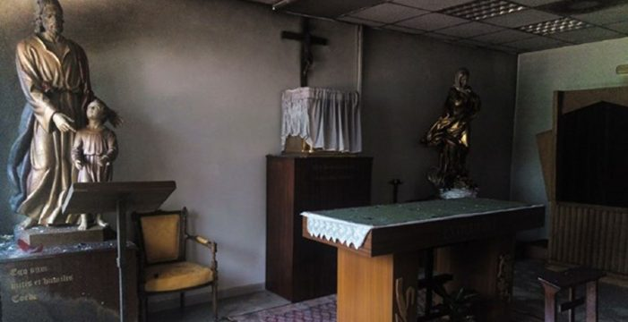 "Intentan incendiar la capilla de la UAM: ""La iglesia que ilumina es la que arde"""