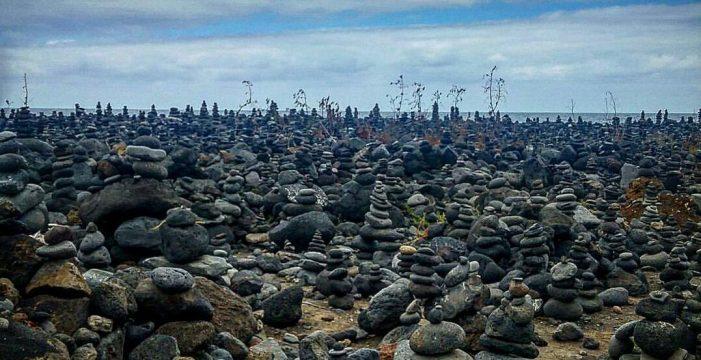 """Alertan del """"peligro"""" ambiental que generan los montículos de piedras"""