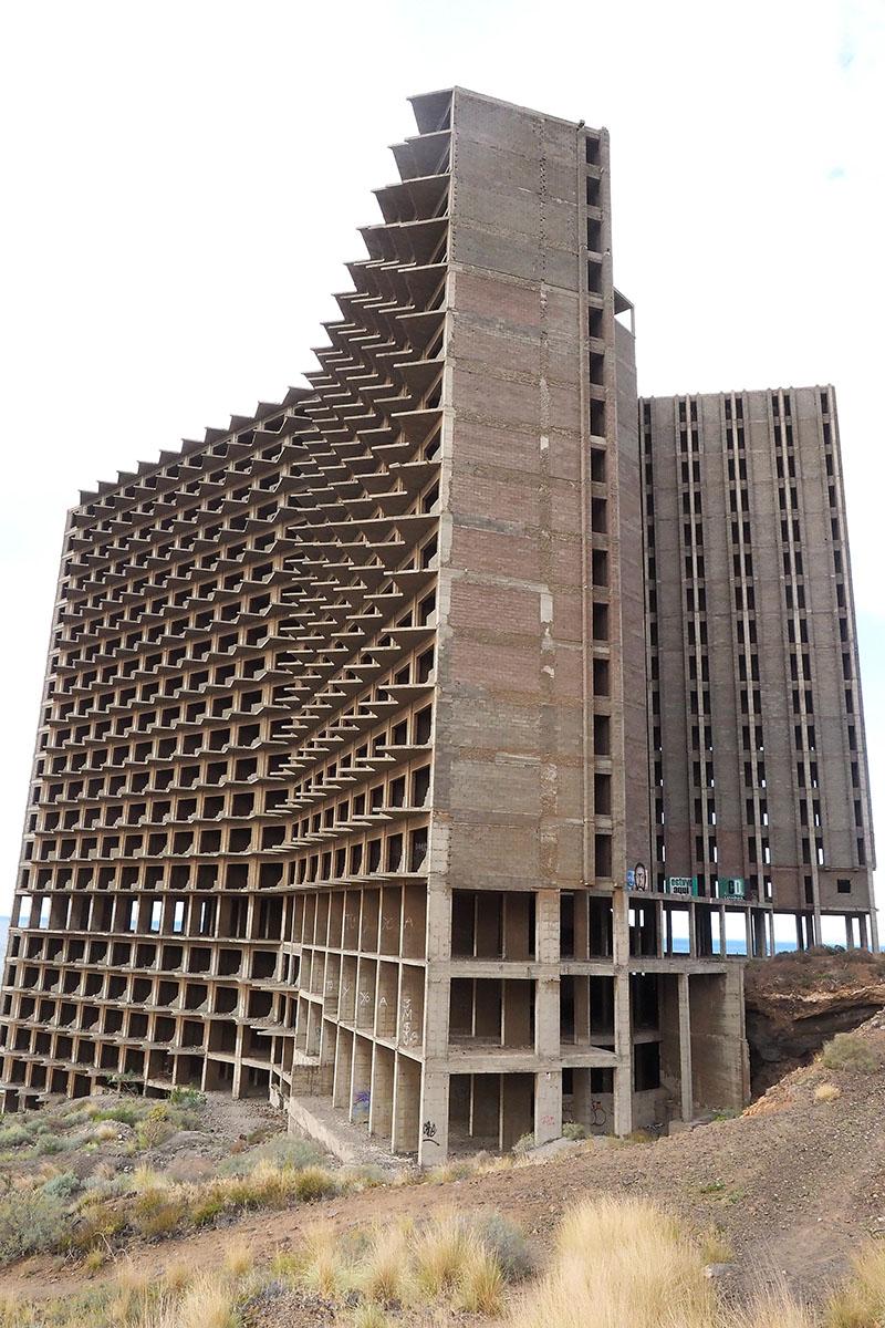 La estructura del edificio se mantiene en aparente buen estado de conservación a pesar del abandono de más de 40 años. Sergio Méndez