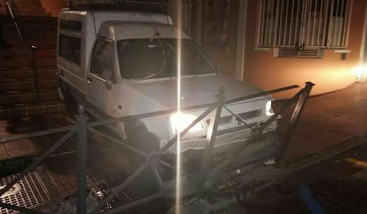 Aquí acabó el vehículo robado para la fuga. L.J.