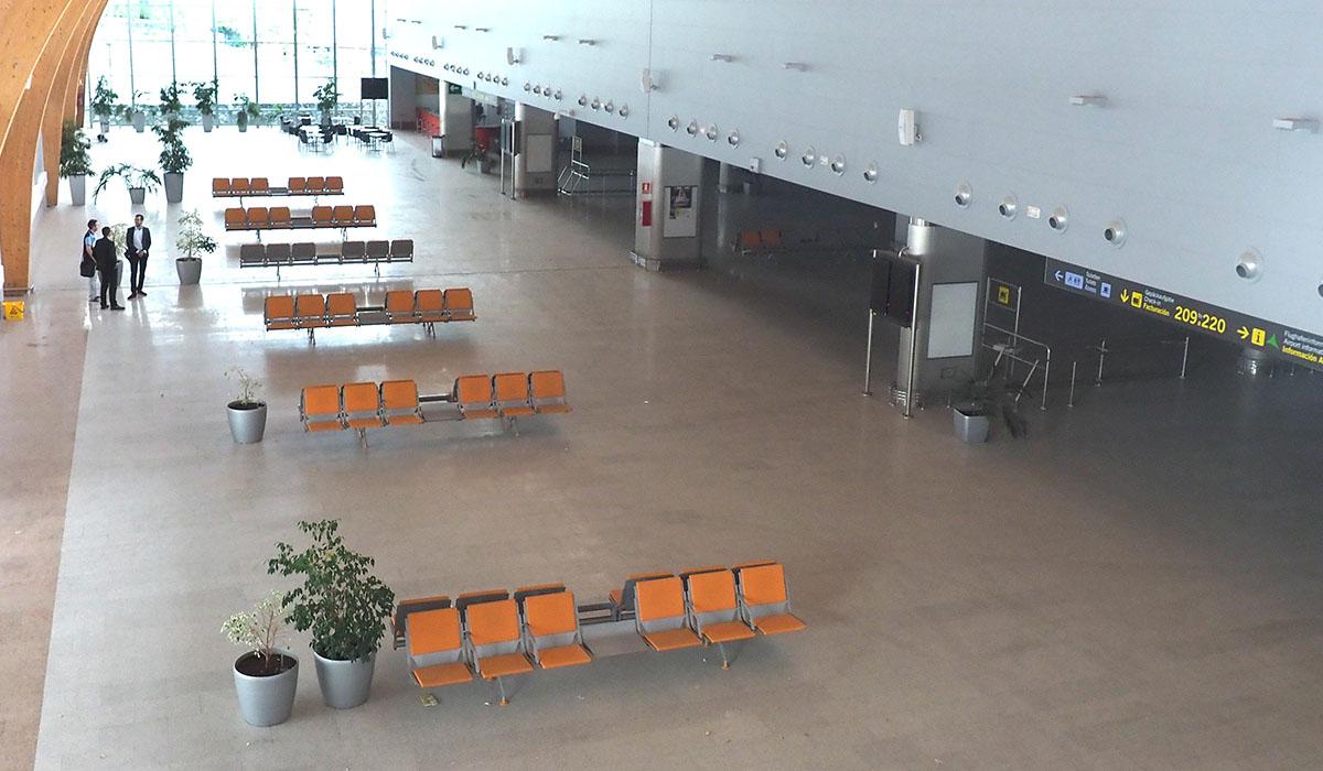 Imagen de la T-2, actualmente cerrada, que se pretende habilitar como nuevo área de embarque. Sergio Méndez