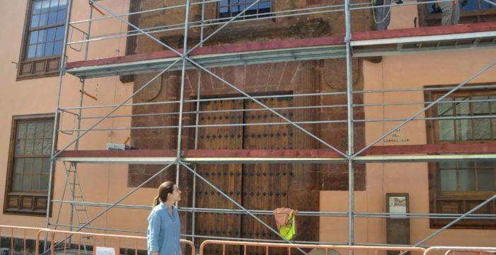 Conservar el portal de piedra de la Casa del Corregidor costará unos 30.000 euros