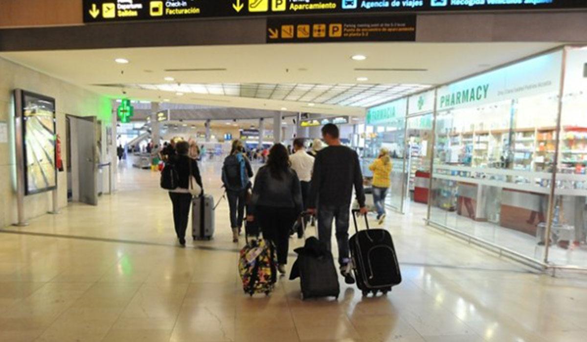Imagen del interior del Aeropuerto del Norte; a partir de hoy está previsto un aumento de la demanda de billetes. DA