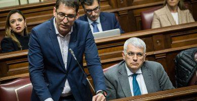 Iñaki Lavandera, portavoz del PSOE, durante una intervención en el Parlamento de Canarias. Andrés Gutiérrez