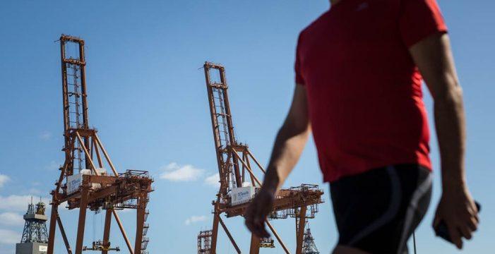 Los estibadores inician negociaciones unilaterales con las empresas