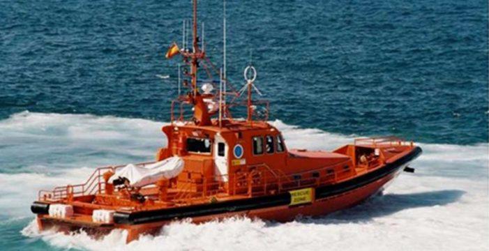 Trasladan al hospital a un tripulante que cayó al mar cuando realizaba un desembarque