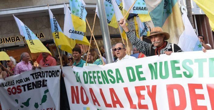 """La plataforma contra la Ley de Suelo anuncia recursos judiciales y """"una lucha sin cuartel"""""""