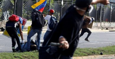 """El Vaticano condena """"el asedio y la violencia"""" en Venezuela"""
