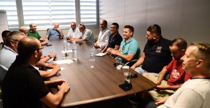 El presidente confirma a las peñas del Tenerife que Pérez Borrego no sigue