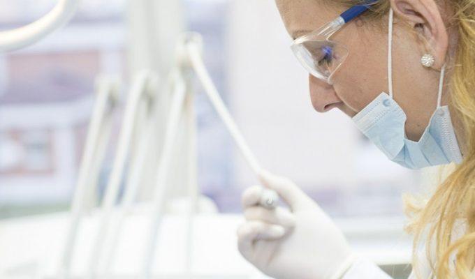 La Justicia anula las elecciones del Colegio de Protésicos Dentales
