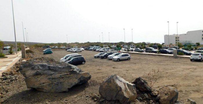 Cobran dos euros por aparcar en un solar de El Puertito de Güímar