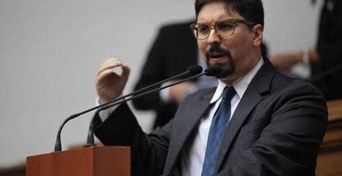 La oposición anuncia un gobierno de unidad y huelga general para el jueves