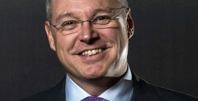 Jonathan Akeroyd director general comercial de Opel España