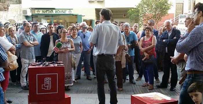 López Aguilar desborda el aforo en La Laguna y da el mitin en la calle