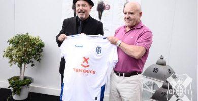 Rubén Blades presenta la nueva camiseta del CD Tenerife